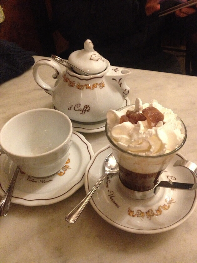 Cà phê mật kem hạt dẻ