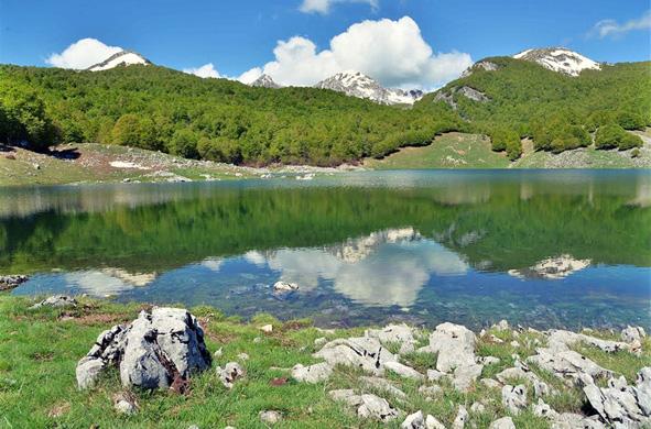 Lago vivo Favellatrice Leo núi ở Ý