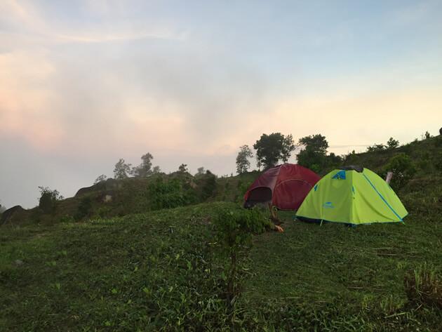 Bình minh trên núi chứa chan
