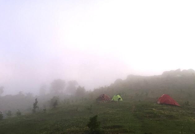 Núi chứa chan mù sương