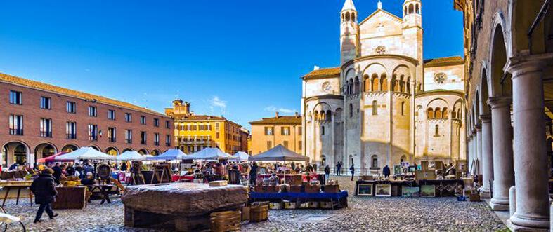 Piazza Grande ngày hội chợ