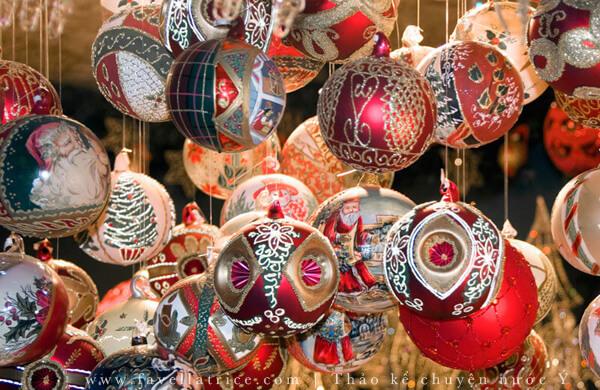 Quả châu Giáng Sinh